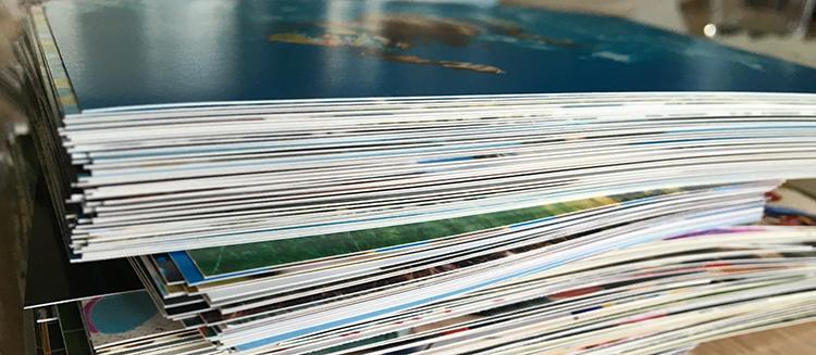 Für die Klebe- und Bastelvariante bietet so ein Fotostapel eine gute Auswahl.